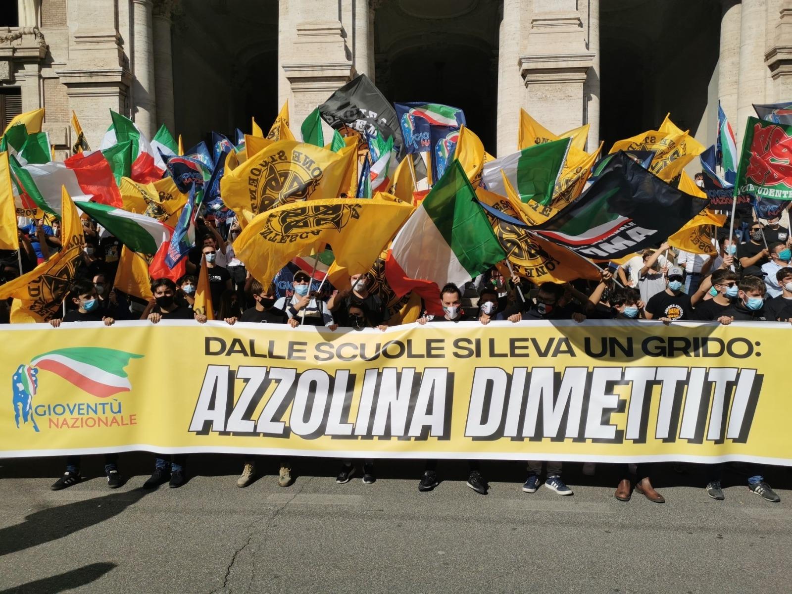 Manifestazione organizzata da Gioventù Nazionale davanti al MIUR per chiedere le dimissioni della Ministra Azzolina