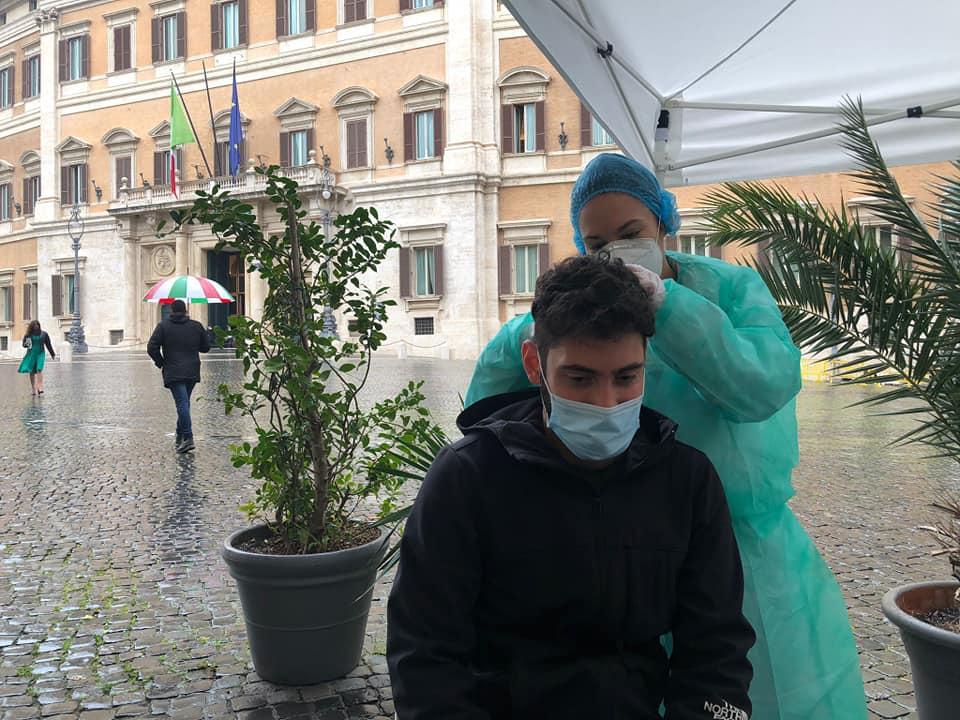 Fabio Roscani, presidente di Gioventù Nazionale, movimento giovanile di Fratelli d'Italia, si sottopone al test antidroga.